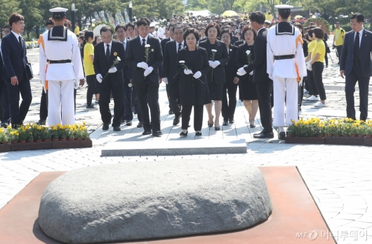 [사진]故 노무현 전 대통령 10주기 추도식 엄수