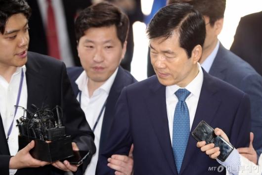 [사진]답변없이 법정 향하는 김태한 대표