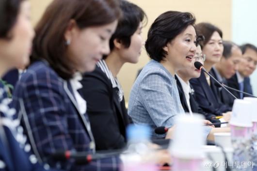 [사진]여성기업인 간담회 참석한 박영선 장관
