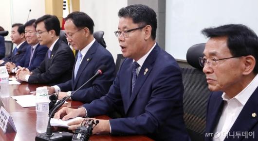[사진]김연철 장관, 국회 외통위 당정협의