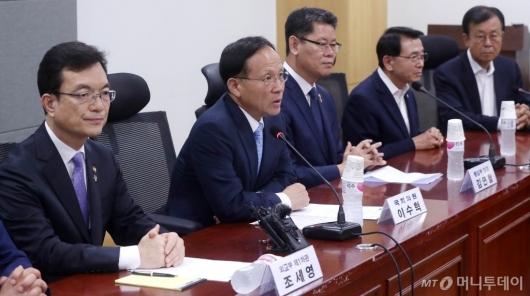 [사진]국회 외통위 당정협의 발언하는 이수혁