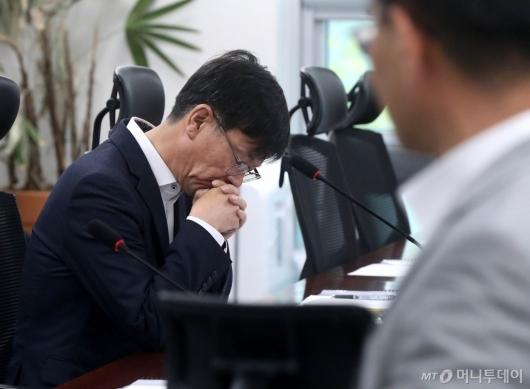 [사진]김상조 위원장의 고민