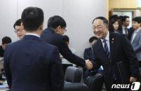 홍남기·김상조 만났다…\