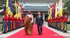 """文 """"사우디와 전략적 협력""""<br>빈 살만 """"형제의 관계"""""""