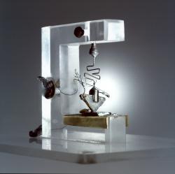 쇼클리 등 벨랩 연구진 3인이<br /> 1947년 12월 23일 세계 최초로<br /> 개발한 트랜지스터.<br /> 자료제공: 알카텔-루슨트 벨랩