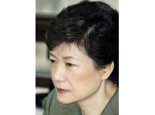박근혜… '가문의 피습'