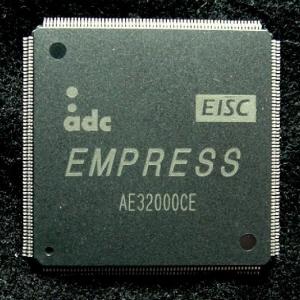 ↑에이디칩스가 개발한 32비트 333㎒ EISC 프로세서 코어를 적용한 반도체 칩.