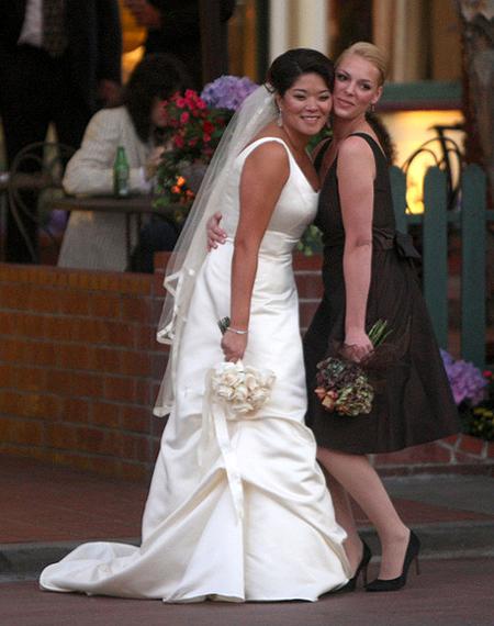 ↑'그레이 아나토미'의 '이지' 캐서린 헤이글(30)이 입양한 한국 여아가 심장병을 앓았단 사실이 밝혀져 감동을 주고 있다.