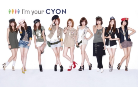 ↑LG전자 '뉴초콜릭폰'의 광고모델을 맡은 '소녀시대'.