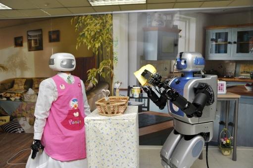 ↑ 한국과학기술연구원(KIST) 인지로봇센터 유범재 박사팀이 개발한 휴머노이드(인간형 로봇) '마루-Z'(오른쪽).ⓒKIST 제공