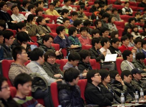 19일 서울 논현동 건설회관에서 열린 '안드로이드 개발자 컨퍼런스'에는 전국의 800명의 개발자들이 몰렸다.