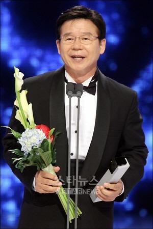 ↑김성희와 결혼을 약속한 양원준씨의 아버지 성우 양지운