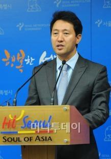 ↑취임 1주년 기념 기자간담회에 나선 오세훈 서울시장.