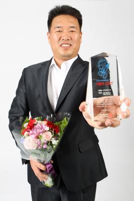 박진홍 JHP솔루션 대표가 24일 '인맥관리의 힘'으로 '8월의 으뜸앱'을 수상했다.