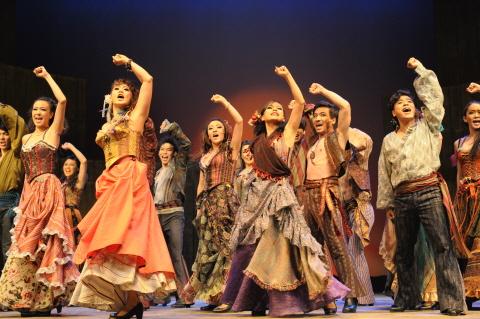 ↑ 뮤지컬 '조로'에서 객석을 압도했던 앙상블의 플라멩고 군무, 텝댄스에 맞춰 관객들의 심장도 쿵쿵 울렸다. ⓒ쇼팩