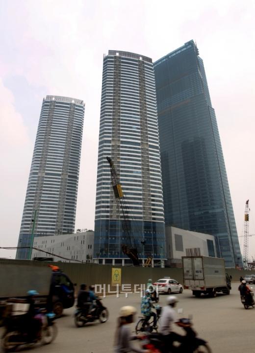 ↑베트남 하노이에 건설된 경남기업 '랜드마크72' 전경. 베트남 최고층 빌딩이다.