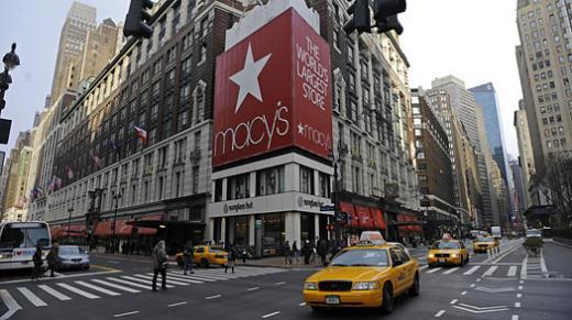 ↑뉴욕 맨해튼 미드타운 메이시 백화점 본점 헤럴드 스퀘어점. 건방지게도 세계 최대 백화점이라고 붙여놨다.