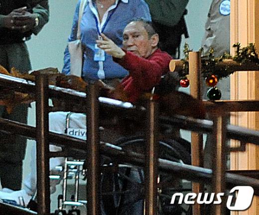 지난해 12월11일 파나마의 독재자 마누엘 노리에가(77)가 엘레나세르 교도소로 이감되기 전 모습.  AFP=News1