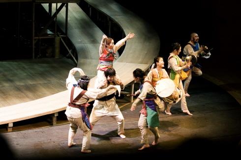 ↑ 서울 공연에 앞서 지난 23~25일 대전문화예술의전당 앙상블홀에서 공연했던 '궁리' ⓒ국립극단
