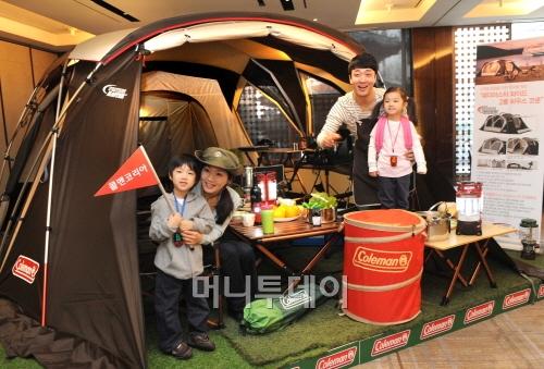 ↑한국형 텐트 '웨더마스터 와이드 2룸 코쿤' ⓒ콜맨코리아