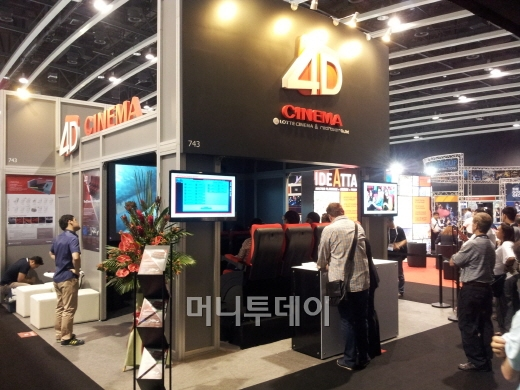 레드로버 4D 시스템, 홍콩 테마파크 전시회 공개