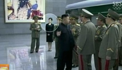 지난 8일 김정은 북한 노동당 제1비서가 김일성 주석 18주기를 맞아 금수산태양궁전을 참배할 당시 보도화면. ⓒSBS