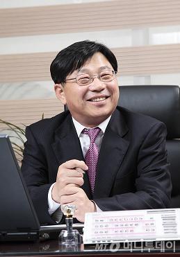 """""""경기 불황? 저렴한 임플란트 뜰 것"""""""