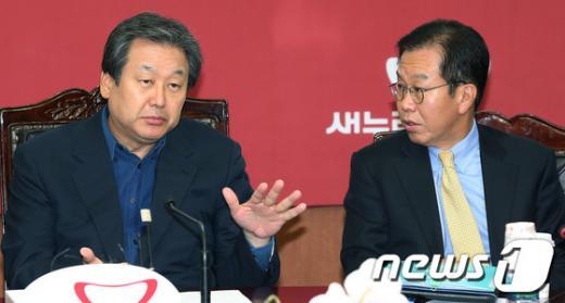 """[사진]김무성, """"동교동계 입당, 감동의 정치"""""""