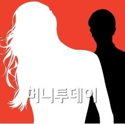 '성추문 검사' 성관계후 피임도구까지…