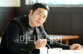 배우 김용운, 영화 '개들의 전쟁' 표정연기 호평