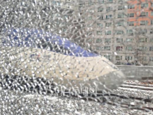 """[단독]KTX 유리깨진 채 질주…""""자리 안바꿔줘"""""""