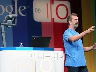 페이스북의 소셜검색엔진 '그래프 서치' 개발을 주도한 라스 라스무센이 구글 시절 제품을 발표하던 모습. <사진: 비즈니스 인사이더>