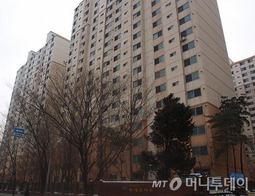 ↑영등포구청역 인근 '당산2가 현대홈타운' 아파트 전경.ⓒ송학주 기자