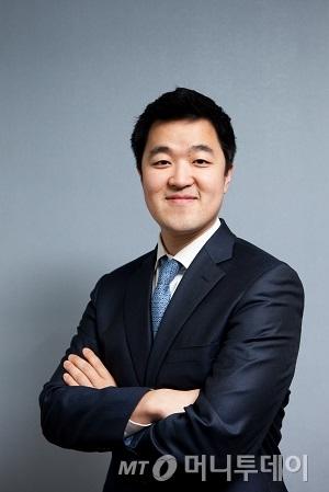 ↑김요한 툰부리 대표. 서울도시가스 기획조정실장인 김 대표는 툰부리 창업을 통해 대기업 고위인사에서 신생벤처 창립자로 도전에 나선다.