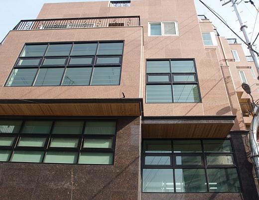 ↑서울 마포동 소재 알앤디연구소 사무실 건물. 지하 3층~지상 4층 규모로 단독주택을 신축했다.ⓒ송학주 기자
