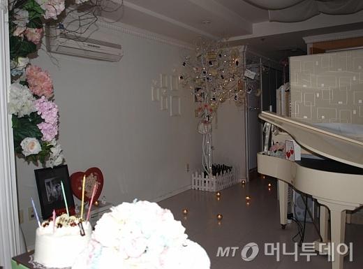 ↑서울 도화동에 위치한 한 이벤트카페의 내부 모습.