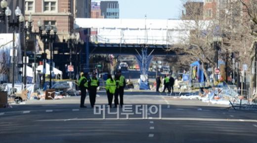 지난 17일(현지시간) 보스턴마라톤 테러 폭발현장. 사진=조성훈기자