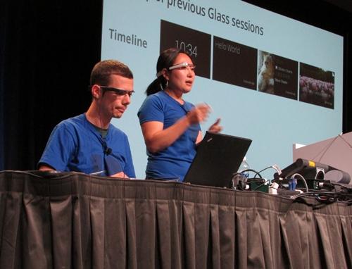 지난달 16일 샌프란시스코에서 열린 구글 개발자컨퍼런스(I/O)의 구글글래스 세션에서 송현영씨가 발표를 하고 있다. /샌프란시스코=유병률기자