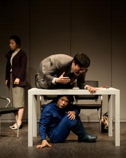 '코끼리 탈출사건'을 소재로 한 연극 <그게 아닌데>는 소통부재 사회상을 그린 블랙코미디다. /사진제공=극단 청우