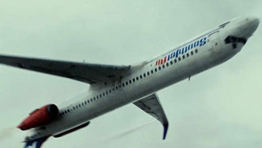 영화 '플라이트'에서 일반항공기가 동체를 뒤집어 비행하는 장면/사진=CJ엔터테인먼트