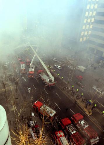 지난해 서울 테헤란로에서 벌어진 화재사건. 재난망은 이같은 재난사고에 대처하기위한 인프라다. /사진=뉴스1