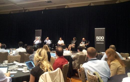초기단계 투자에 대한 재해석이라는 주제의 세션. 왼쪽부터 제프 클라비어(소프트테크), 에이딘 센쿠트(펠리시스 벤처스), 데이비드 크레인(구글벤처스), 안 미우라 고(플러드게이트), 데이브 맥클러(500스타트업). /샌프란시스코=유병률기자