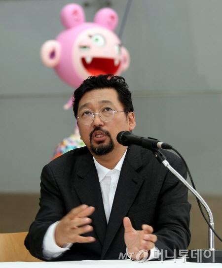전시 개막에 앞서 2일 플라토에서 열린 기자간담회에서 무라카미 다카시가 기자들의 질문에 답하고 있다. ⓒ머니투데이 DB