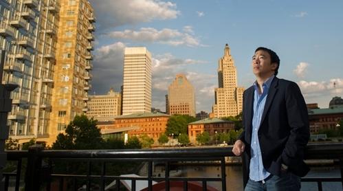 '벤처 포 아메리카(Venture for America)' 창업자 앤드루 양. /사진출처:뉴욕타임스