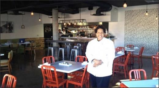 프레몬트 남쪽 카지노의 거리 '스트립(Strip)'의 레스토랑에서 일하다, 다운타운프로젝트로부터 무이자 대출을 받아 레스토랑을 연 나탈리 영. /사진출처:다운타운프로젝트 홈페이지