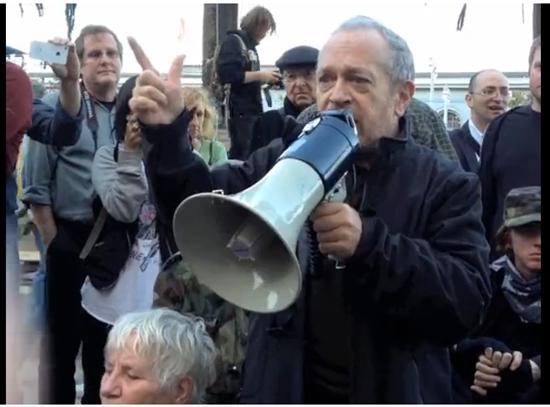로버트 라이시 버클리대 교수가 2011년 11월 샌프란시스코에서 열린 월가점령시위(Occupy Wall Street)에서 연설을 하고 있다. <사진:유튜브 동영상 캡처>