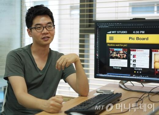 채은석 위트스튜디오 대표가 자사 웹디자인 툴 '어시스터PS'에 대해 설명하고 있는 모습. /사진= 위트스튜디오 제공