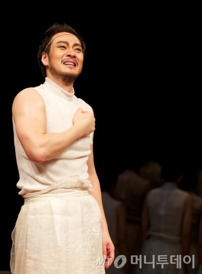 2011년 4월 LG아트센터에서 초연하며 크게 호평 받았던 음악극 '더 코러스; 오이디푸스'가 지난 9일 앙코르공연의 막을 올렸다. /사진제공=LG아트센터