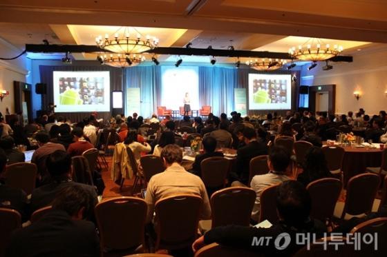 15일(현지시간) 오전 미국 산타클라라 매리어트호텔에서 미래부와 코트라, 머니투데이 공동주최로 열린 'K-테크@실리콘밸리 스타트업 피치' 행사에 실리콘밸리 투자자 300여명이 참석, 한국 스타트업에 대한 뜨거운 관심을 보여주었다. <br /> <br />