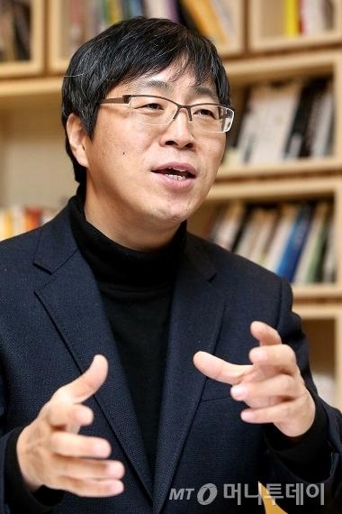 한창수 코웨이 에어개발그룹 팀장이 공기청정기 연구개발 과정을 설명하고 있다. /사진=이기범 기자